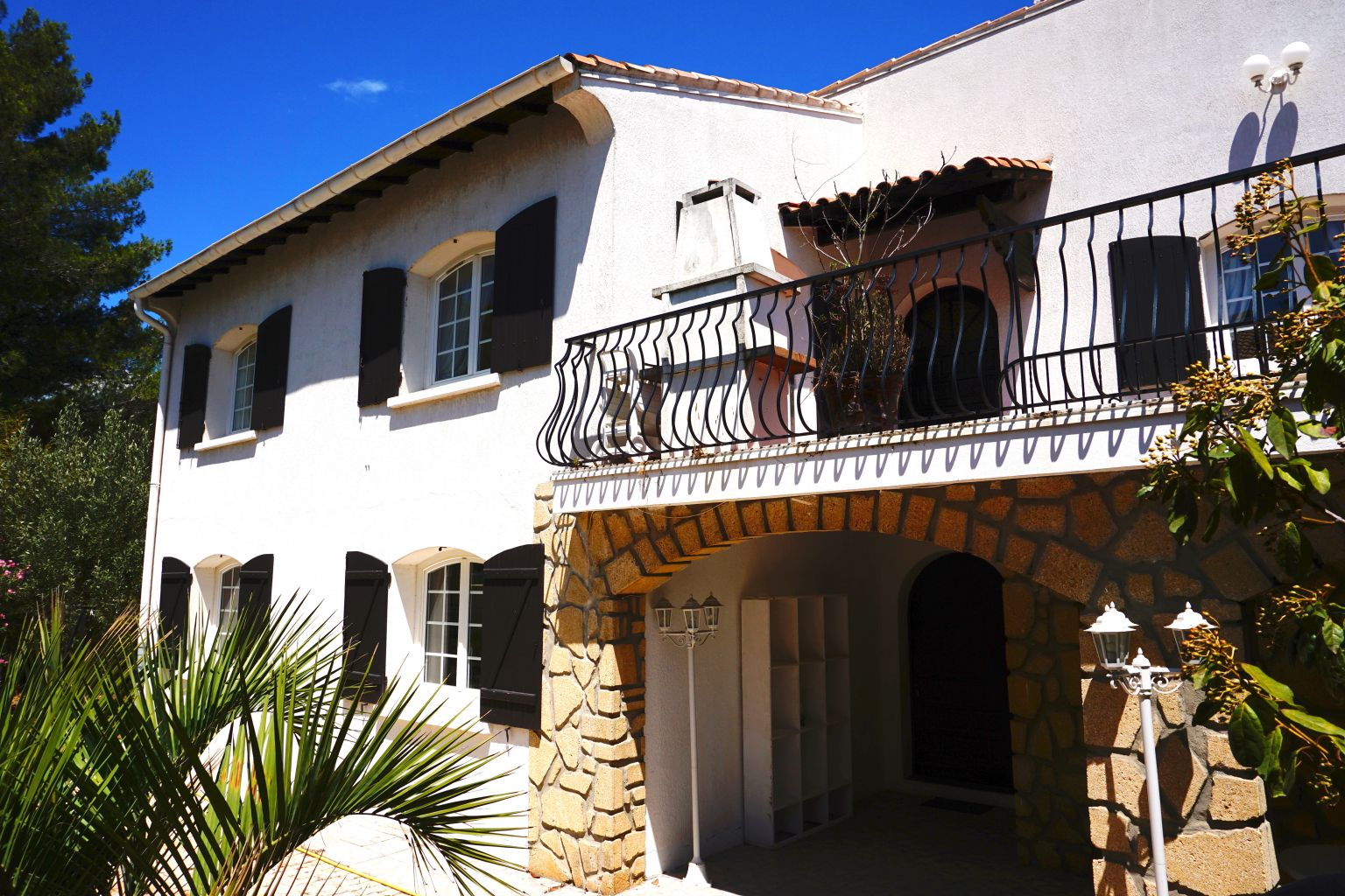 Villa-Maison-Appartements-garage-parking-terrasse